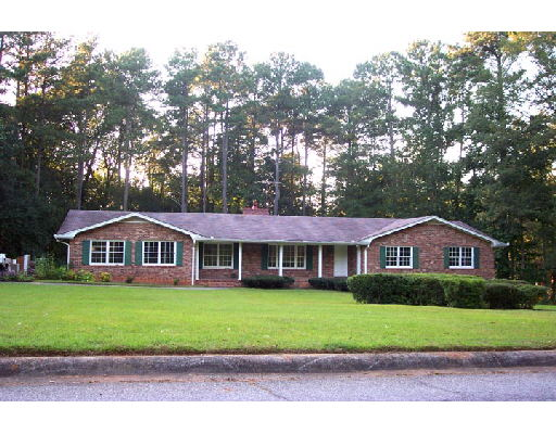 Photo of home for sale at 8373 Carlton Rd, Riverdale GA