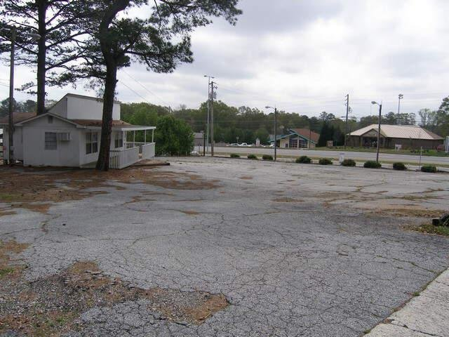 Photo of home for sale at 28 Bullsboro, Newnan GA