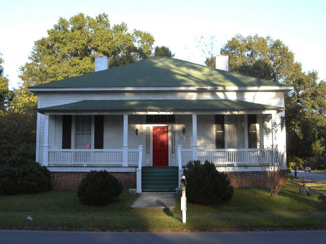 Photo of home for sale at 206 N Cave Spring St, Cedartown GA