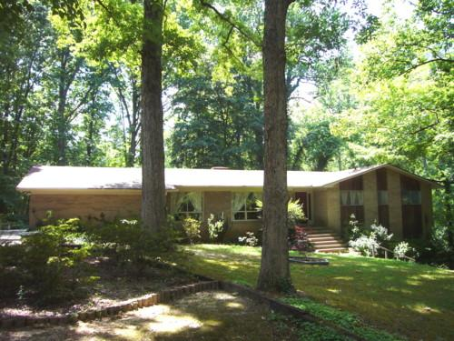 Photo of home for sale at 522 Woodland Rd, Elberton GA