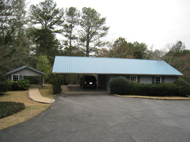 Photo of home for sale at 698 Chestnut Hill Rd, Marietta GA