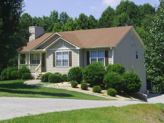 Photo of home for sale at 104 Reisling Dr, Braselton GA