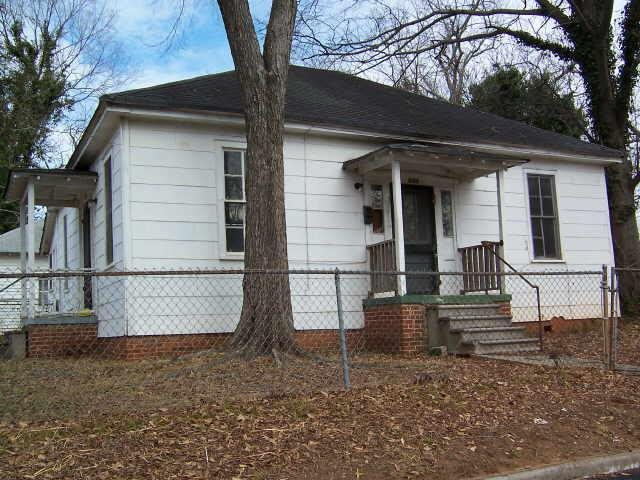 Photo of home for sale at 237 W Quilly St, Griffin GA