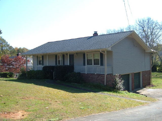 Photo of home for sale at 33 Surrey Trl, Rome GA