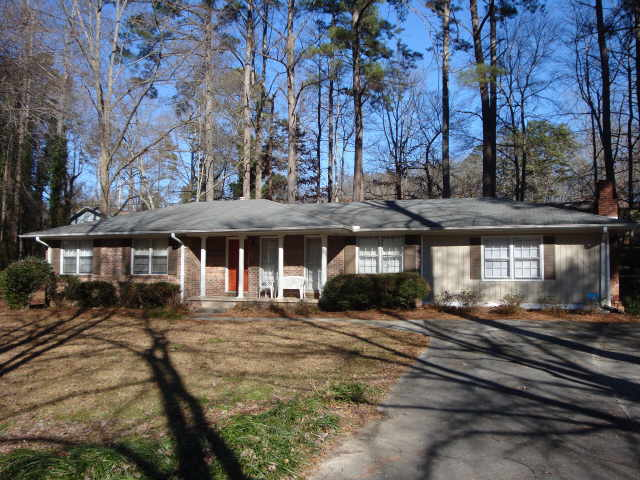 Photo of home for sale at 526 Rothell Rd, Toccoa GA