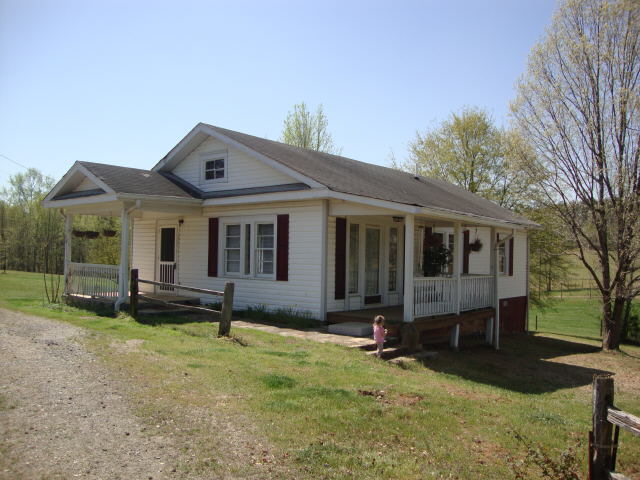 Photo of home for sale at 3355 Jack Glass Rd, Monroe GA
