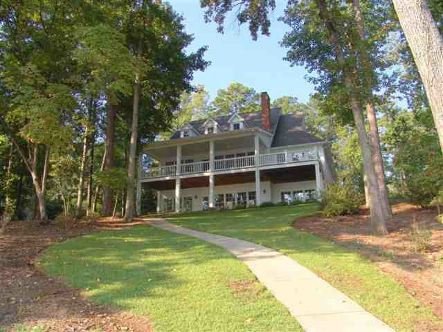Photo of home for sale at 170 Waters Edge Dr, Eatonton GA