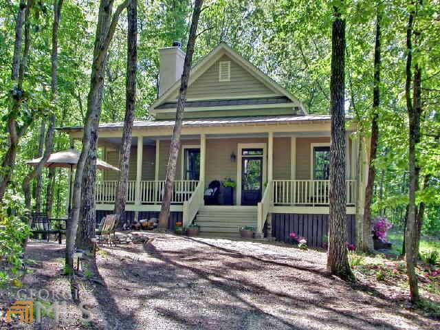 Photo of home for sale at 1570 Raper Mountain Rd, Clarkesville GA