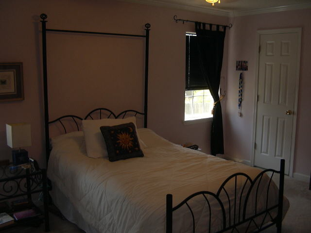 Photo of home for sale at 132 Beverly Dr, Rome GA