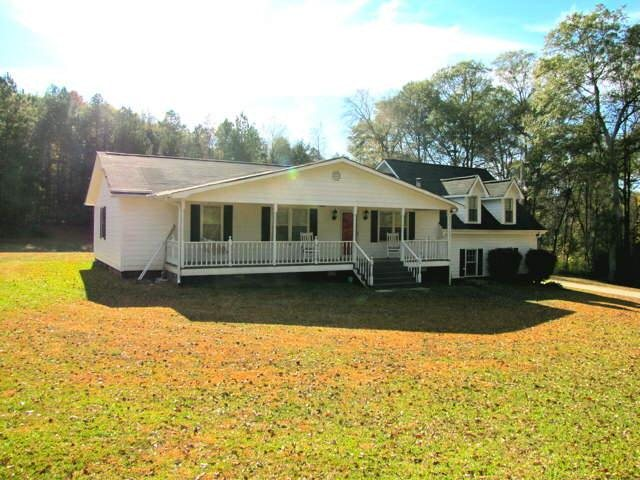 Photo of home for sale at 2364 Wayne Poultry Rd, Pendergrass GA