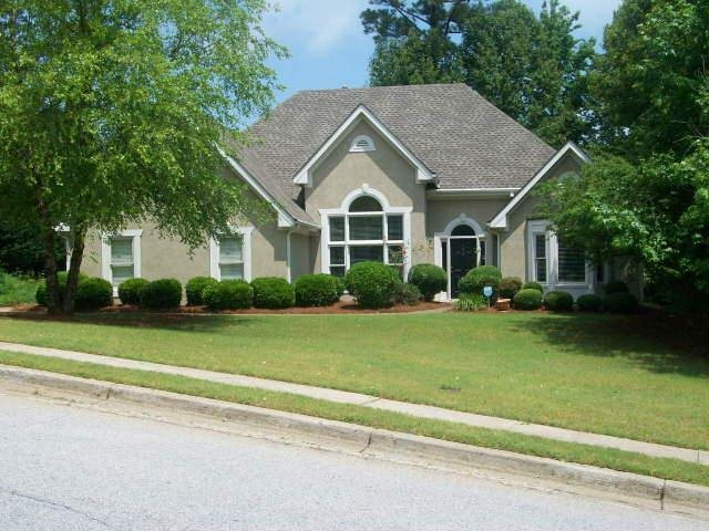 Photo of home for sale at 954 Georgian Point Dr, Lawrenceville GA