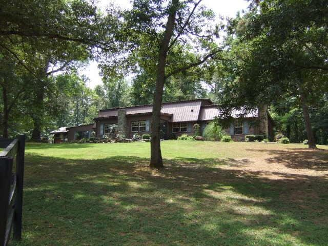 Photo of home for sale at 338 Payton Rd, Newnan GA