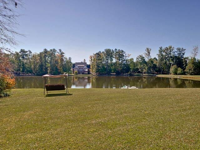 Photo of home for sale at 240 Youngs Cir, Fayetteville GA
