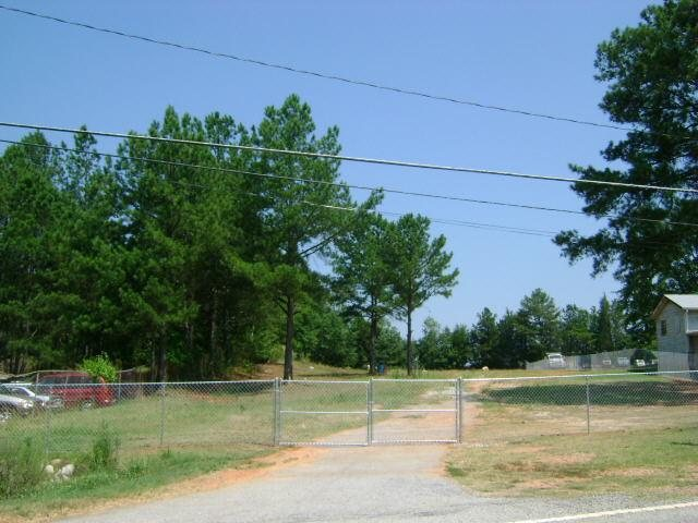 Photo of home for sale at 110 Oglesby Bridge Rd, Conyers GA
