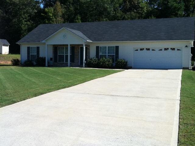 Photo of home for sale at 272 Clydes Way, Jackson GA