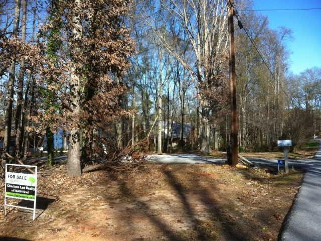 Photo of home for sale at 21 Capri Dr, Hartwell GA