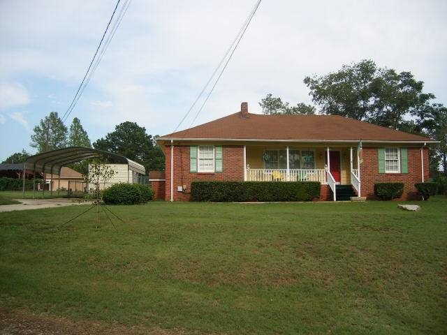 Photo of home for sale at 37 Love Dr, Stockbridge GA