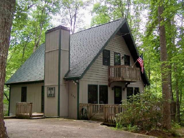 Photo of home for sale at 252 Thunderhead Ln, Sky Valley GA