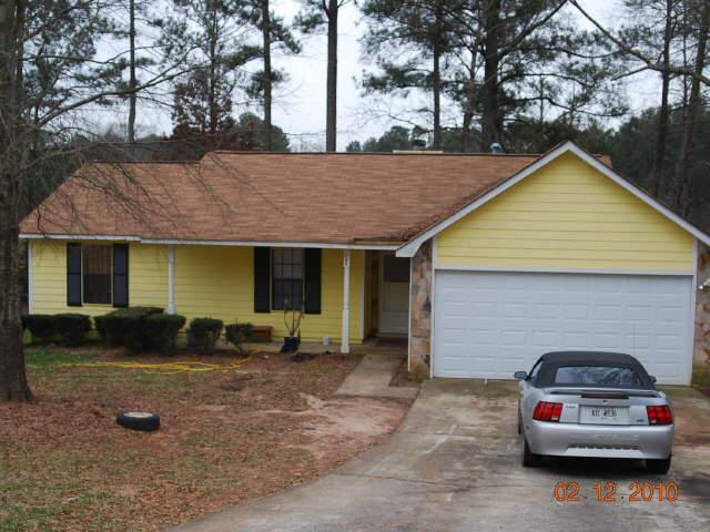 Photo of home for sale at 208 Peartree Ter, Riverdale GA