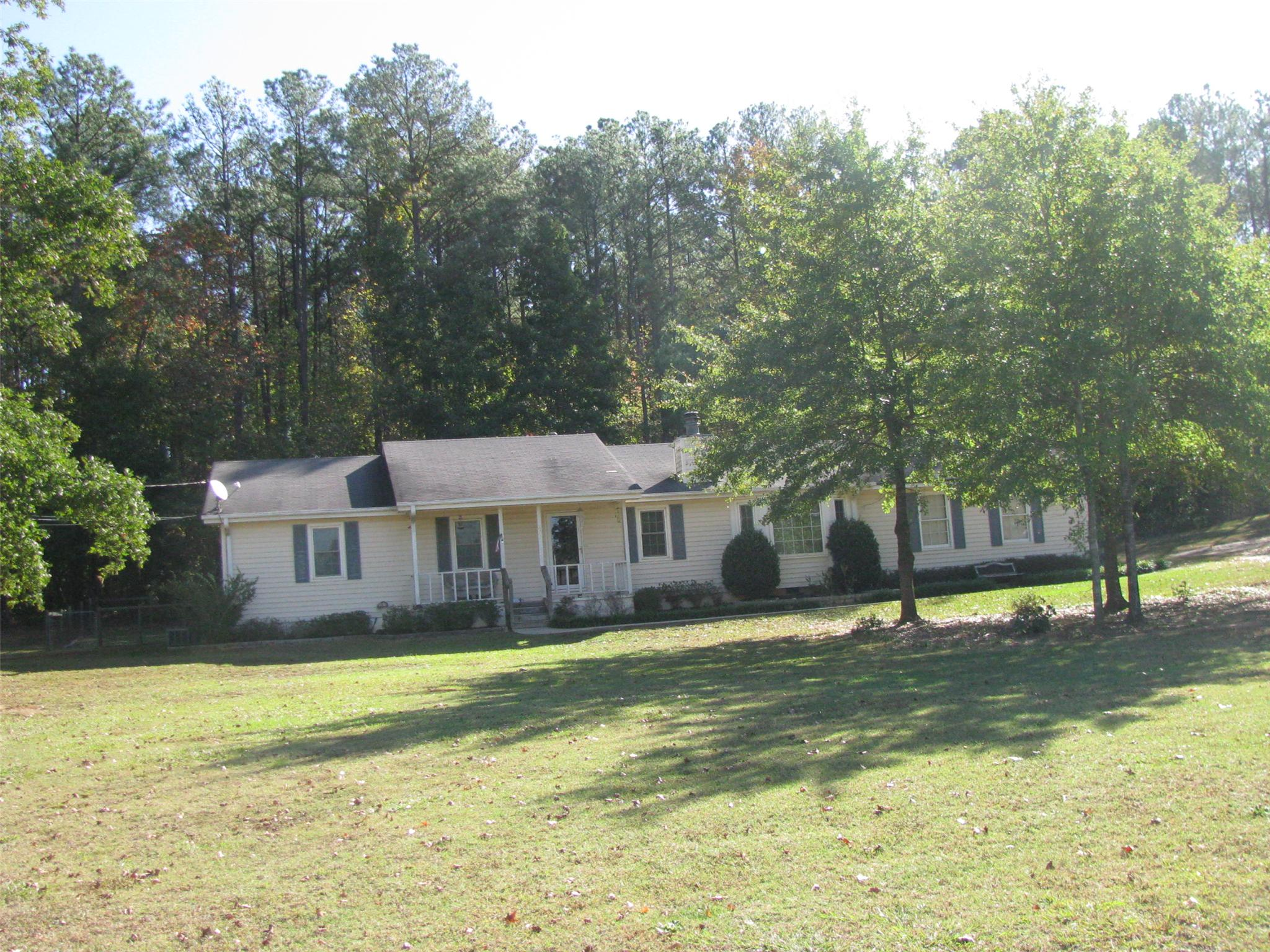 Photo of home for sale at 600 Parker Rd, Mcdonough GA