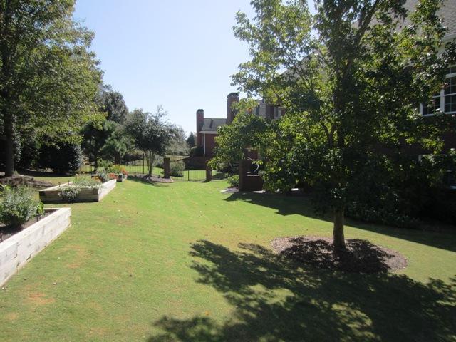 Photo of home for sale at 1680 Glenhurst Way, Snellville GA