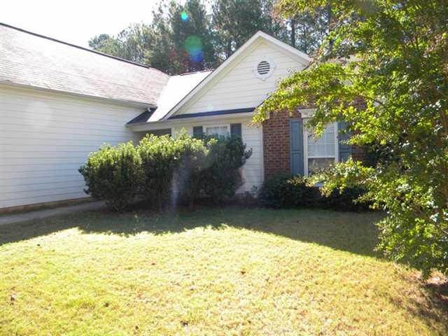 Photo of home for sale at 239 Kensington Trce, Stockbridge GA