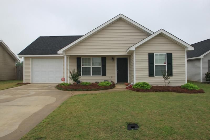 Photo of home for sale at 402 Grand Ave, Warner Robins GA