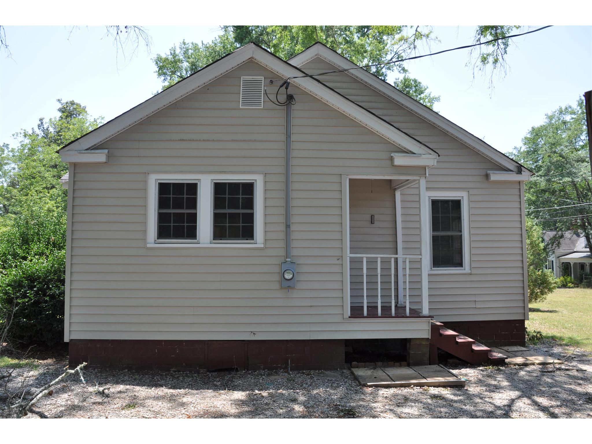 Photo of home for sale at 227 Newton Pl, Crawfordville GA
