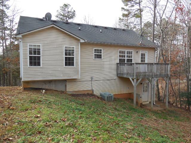 Photo of home for sale at 3576 Lakeview Dr, Gainesville GA