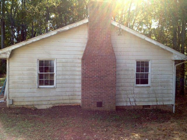 Photo of home for sale at 1298 Old Norcross Rd, Lawrenceville GA