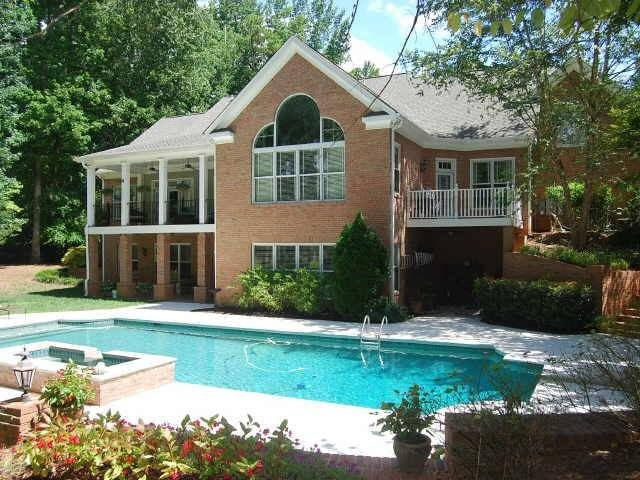 Photo of home for sale at 440 Birkdale Dr, Fayetteville GA