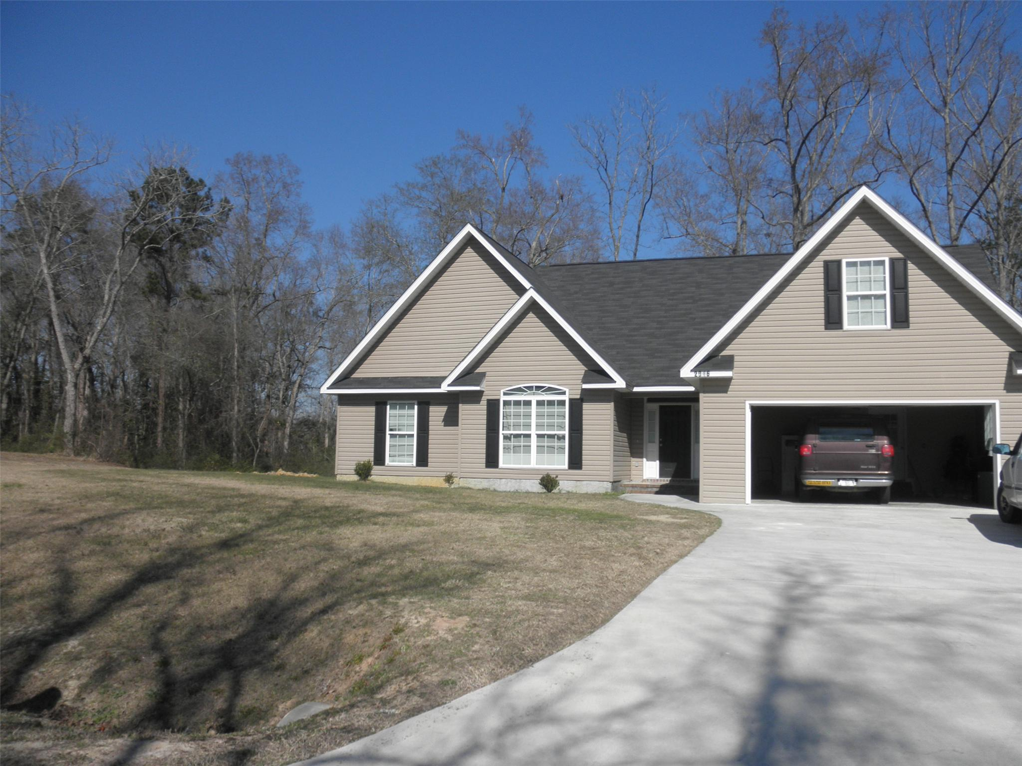 Photo of home for sale at 2046 Pinemount Blvd, Statesboro GA