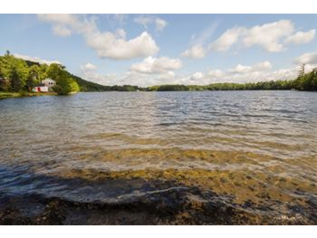 SPRINGFIELD NH Lake House for sale $$199,000 | $159 per sq.ft.