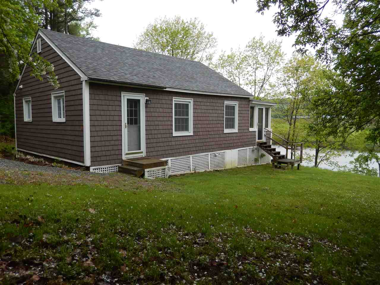 ORFORD NH Home for sale $$195,000 | $279 per sq.ft.