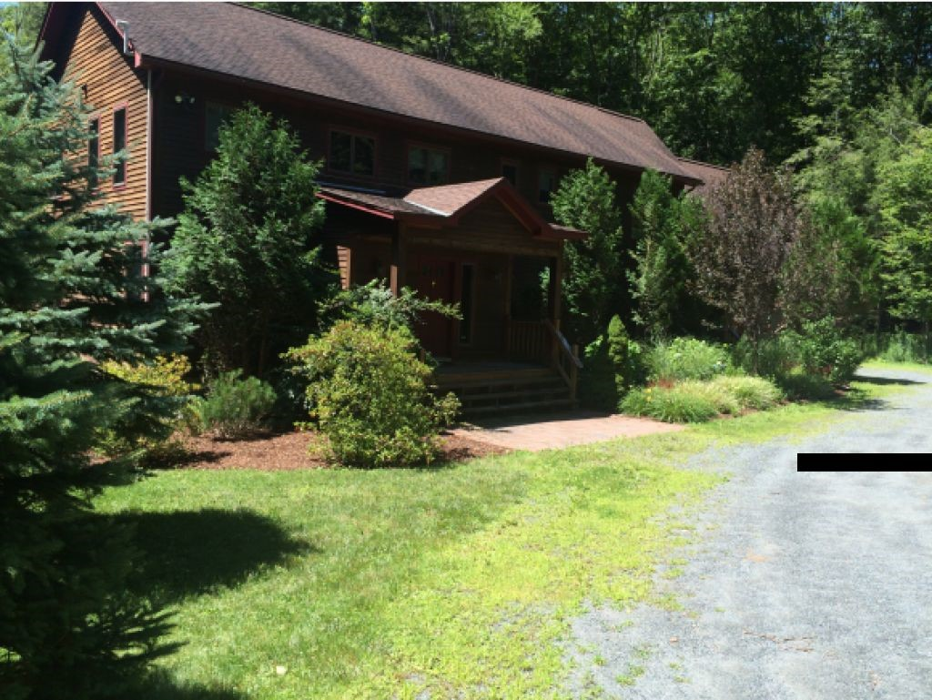 VILLAGE OF QUECHEE IN TOWN OF HARTFORD VT Home for sale $$375,000 | $113 per sq.ft.