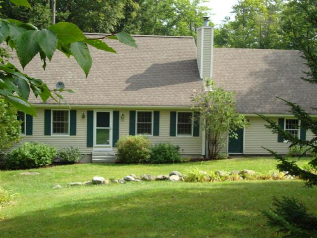 NEW LONDON NH Home for sale $$339,000 | $196 per sq.ft.