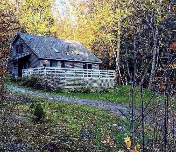 Well cared for 3 bedroom 2 bath chalet in Snow...