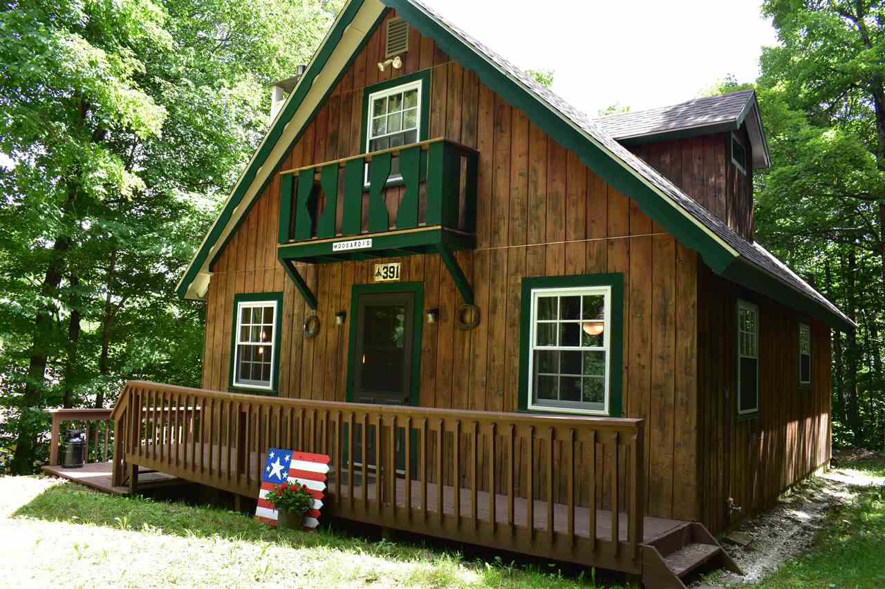 This Chimney Hill cedar chalet offers a...