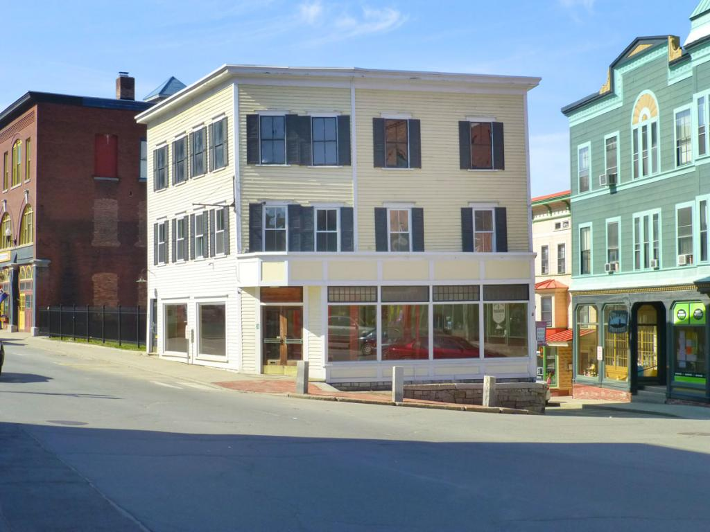 VILLAGE OF BELLOWS FALLS VT IN TOWN OF ROCKINGHAM VTCommercial Property for sale $$139,000   $43 per sq.ft.