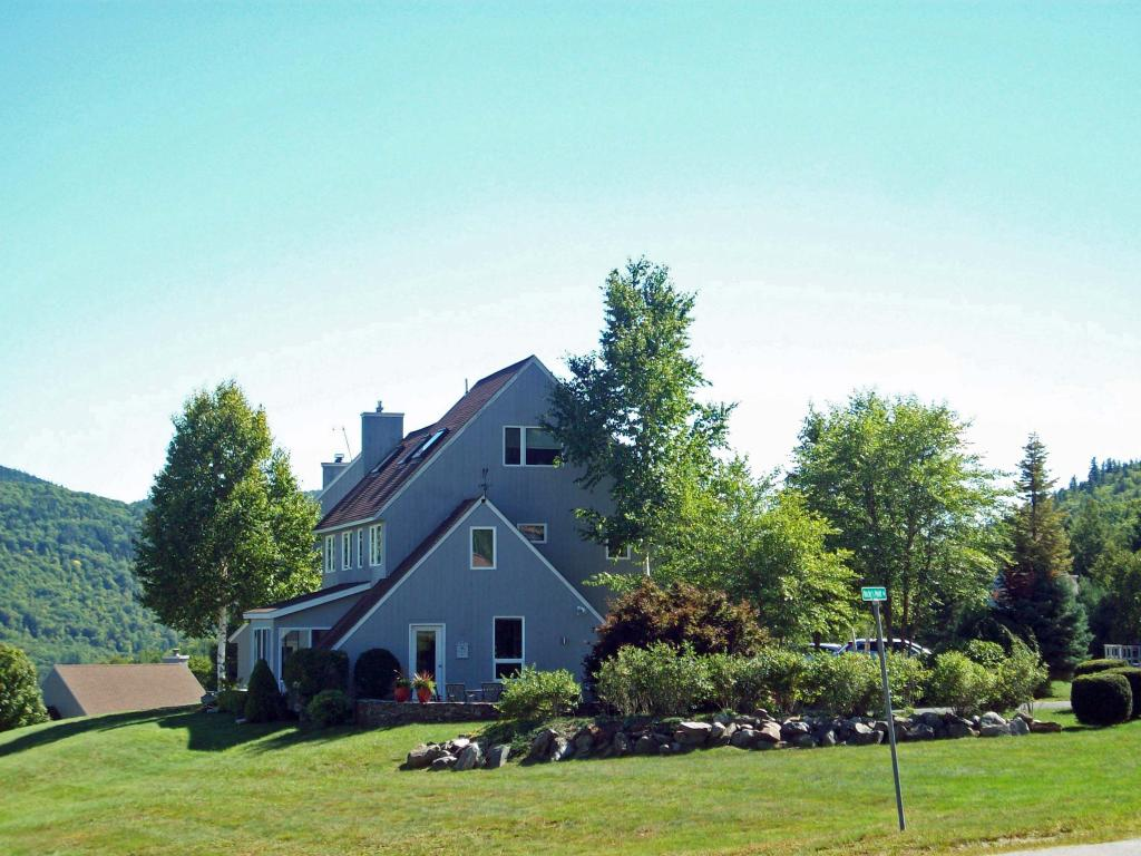 7 Rocky's Point Road, Plymouth, NH 03264