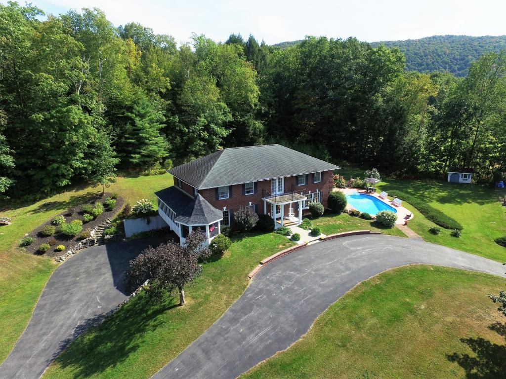 MENDON VT Home for sale $$469,000 | $131 per sq.ft.