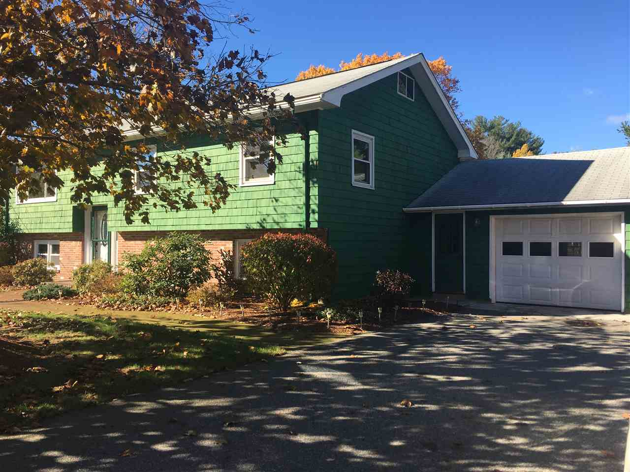 Plaistow NH Home for sale $List Price is $305,000