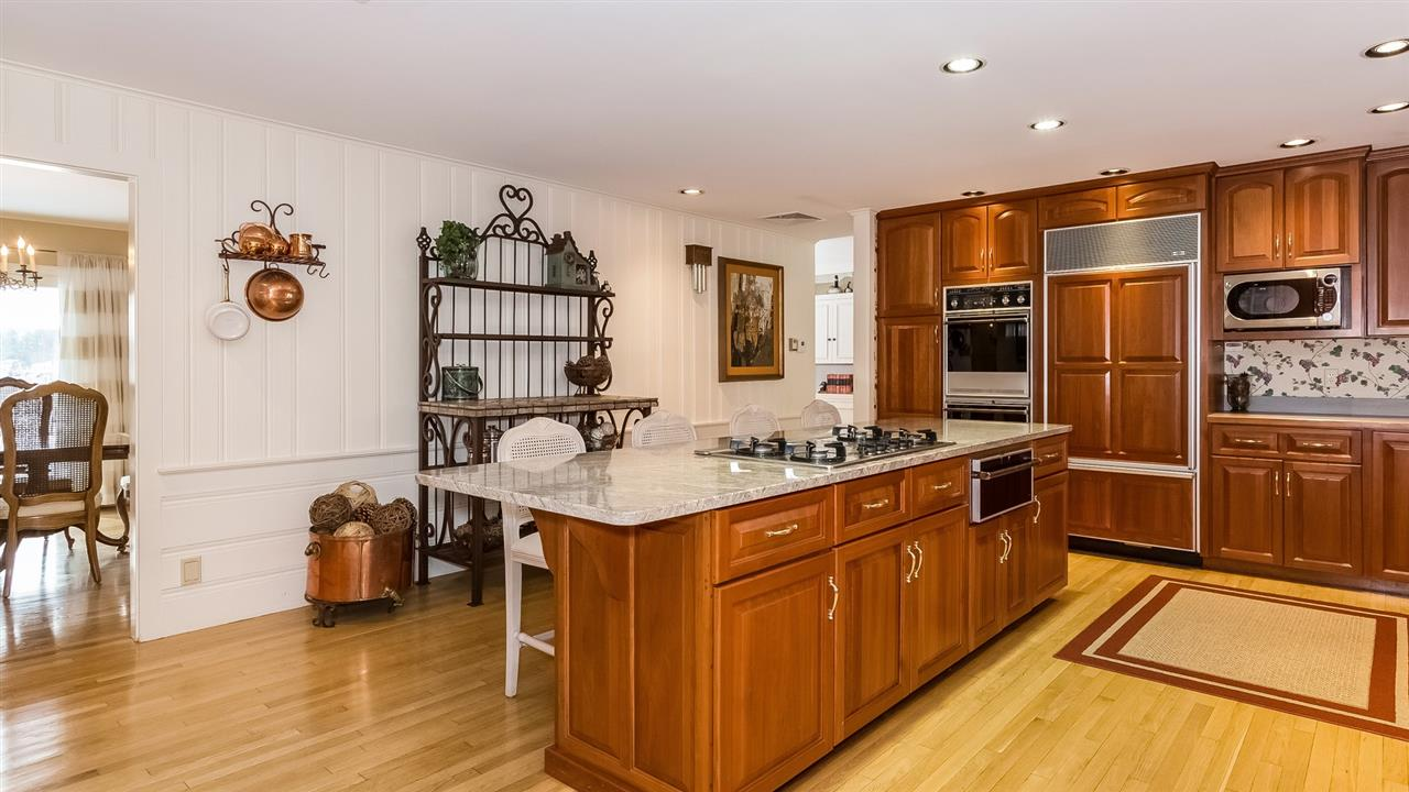 Nice Center Island with Gas Cooktop 9659206
