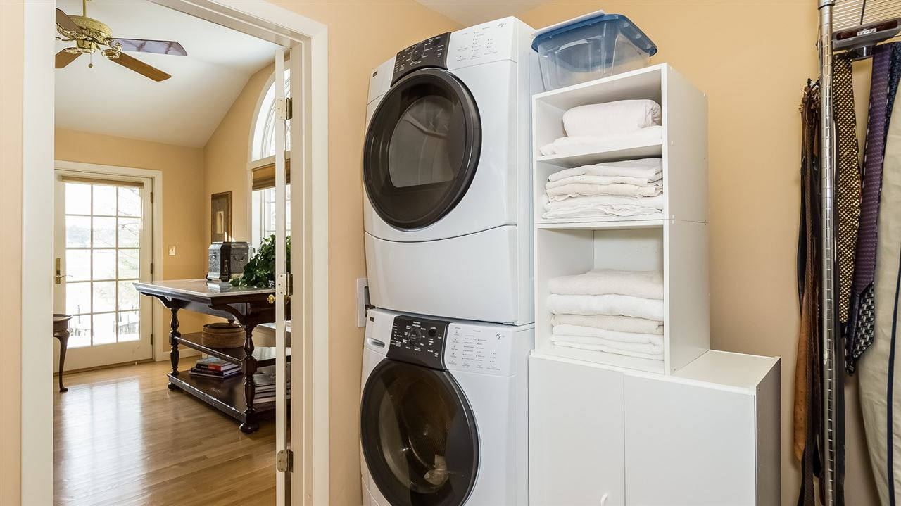 Walk-in Closet with Laundry 9659215