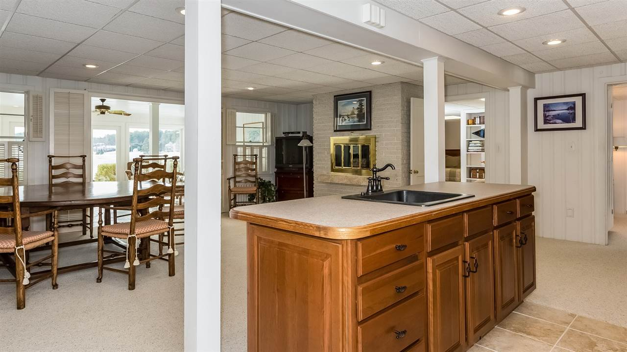 Family Room with wet bar! 9659222