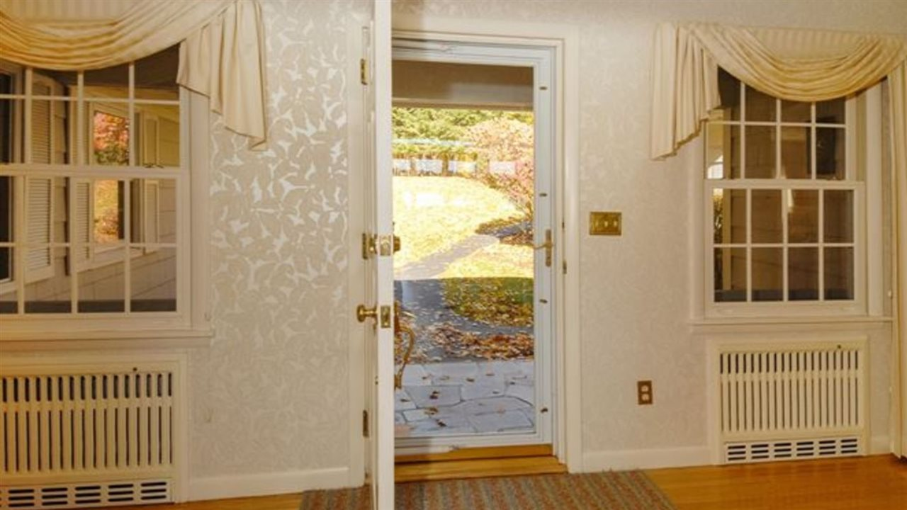 Warm, inviting entry! 9659199