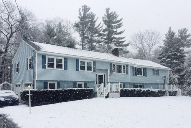 Plaistow NH Home for sale $List Price is $362,500