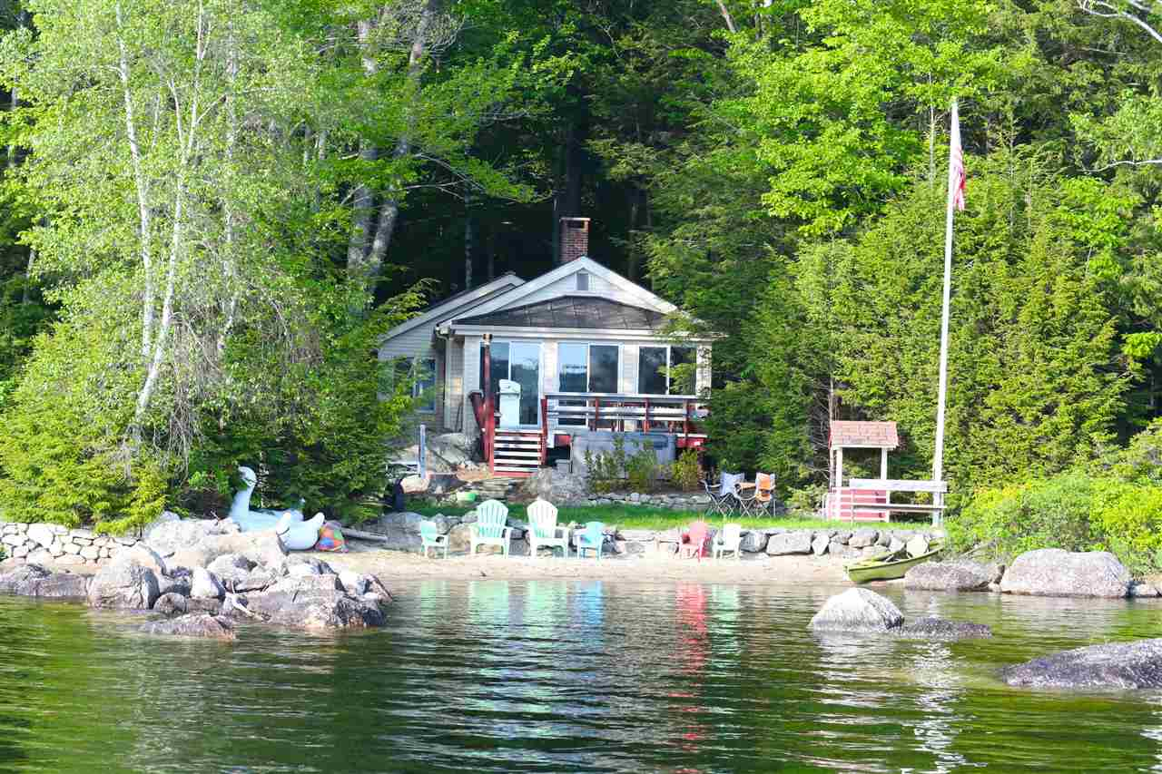 NEW LONDON NH Lake House for sale $$695,000 | $730 per sq.ft.