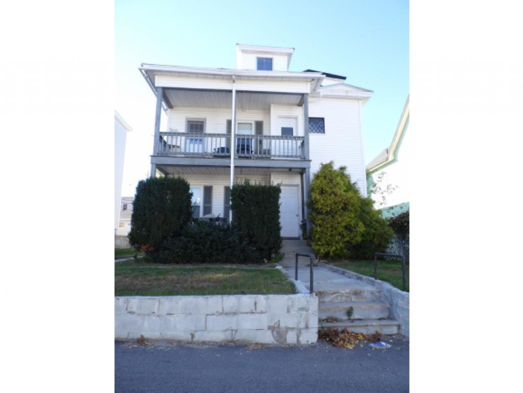 Manchester NH Multi Family For Rent $Apartment For Rent: $1,650