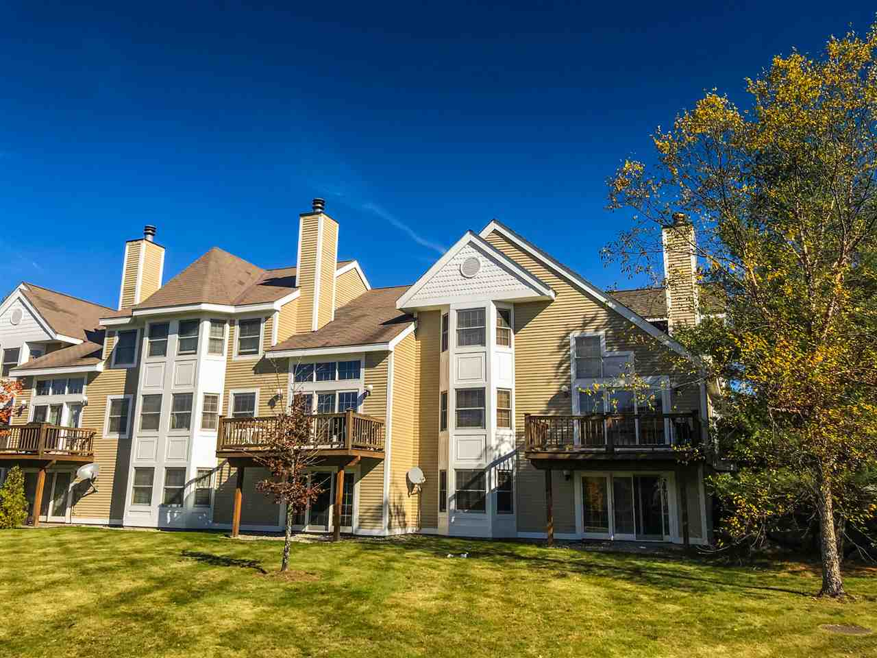 Beautiful newer style Greenspring unit with...